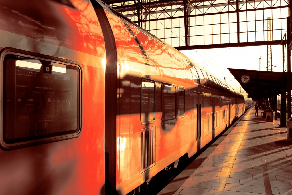 Am 14.09.2014 erstrahlen Doppelstockwagen im Hauptbahnhof Frankfurt (M)