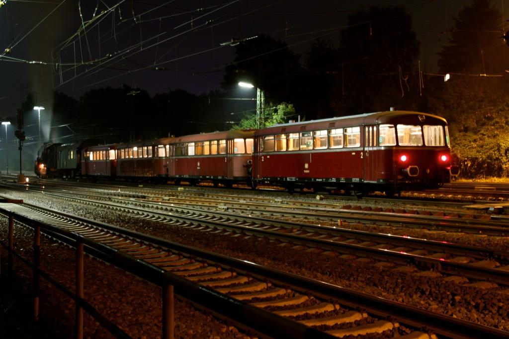 Am 02.10.2014 steht im Bahnhof Gießen-Bergwald 58 311, 996 677, 798 589, 998 184 und 798 829 zur Abfahrt nach Neustadt (Weinstraße) bereit.