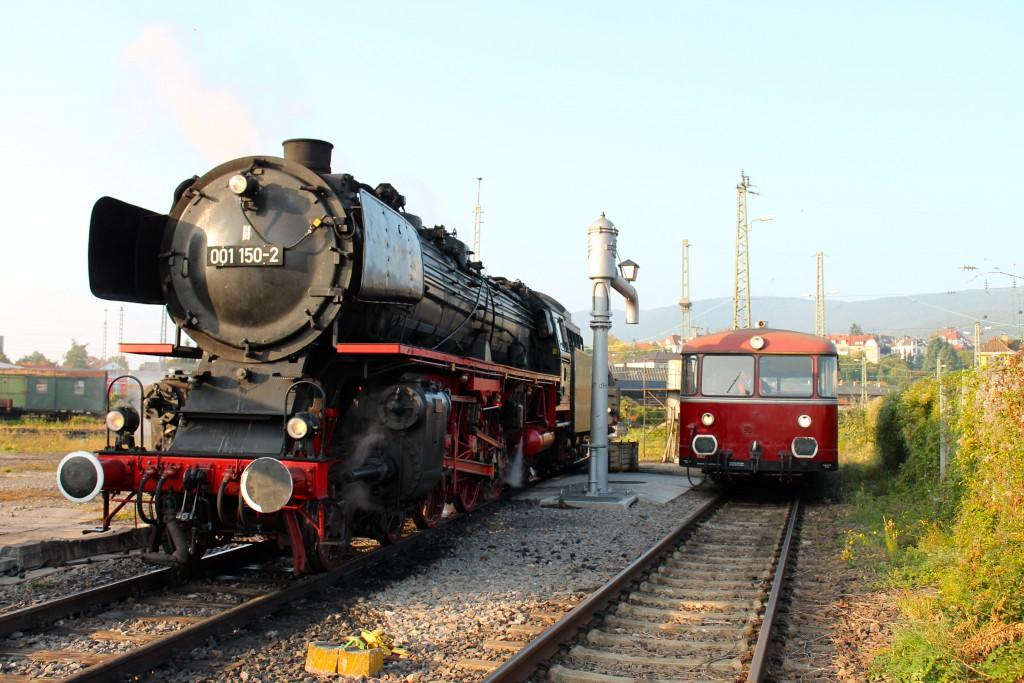 Am 03.10.2015 steht im, Bw Neustadt (Weinstraße) 001 150 und 798 829.