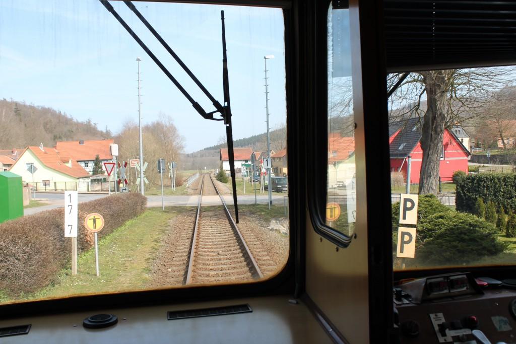 """Blick aus dem Esslinger Triebwagen VT408 am 09.04.2015 als """"Wipperliese"""" in Friesenrode."""