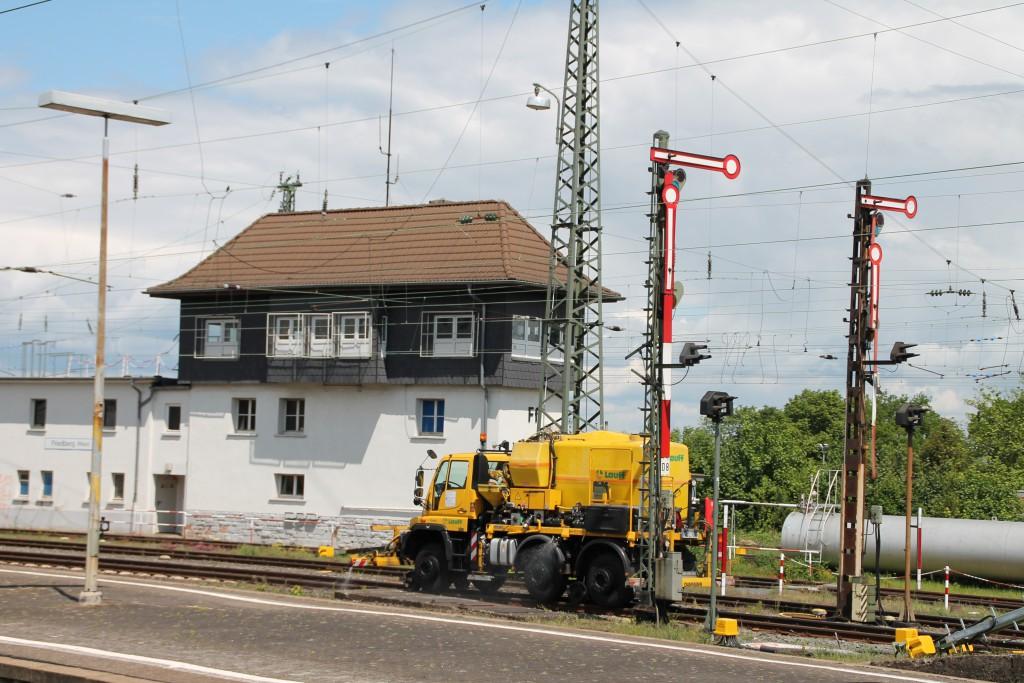 Am 20.05.2015 wird im Bahnhof Friedberg gegen Unkraut gespritzt.
