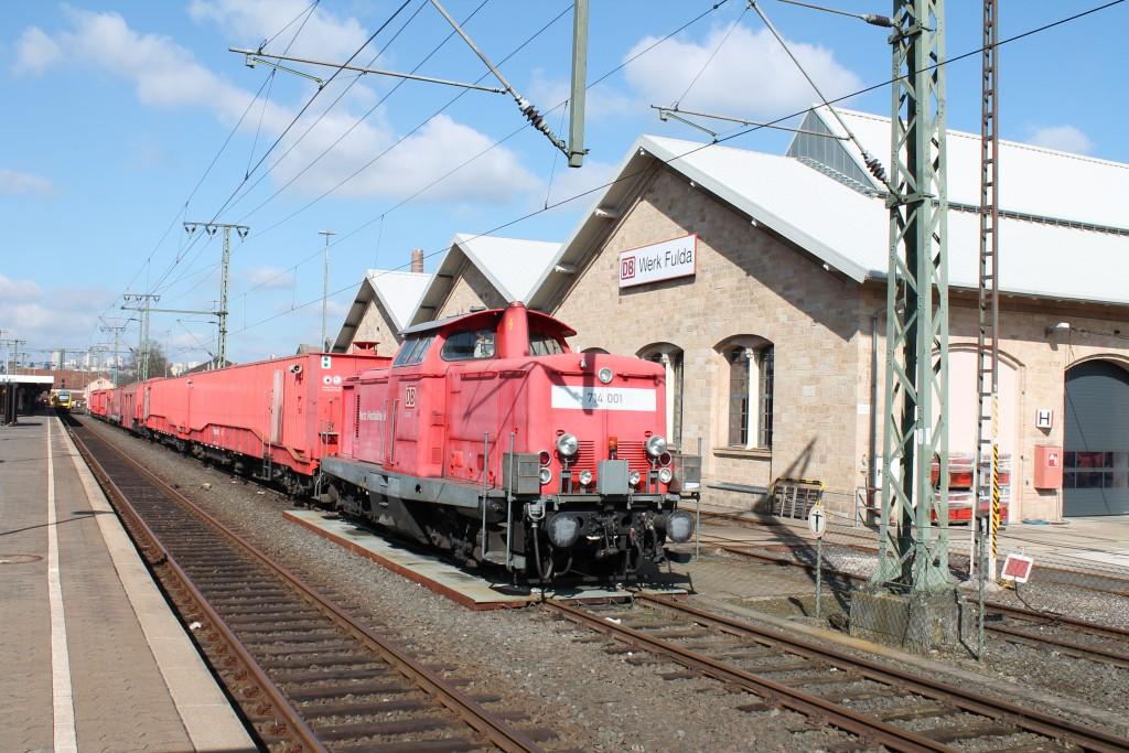 Der Tunnelrettungszug im Bahnhof Fulda am 12.03.2015. Geführt von einer V100 als 714 001.