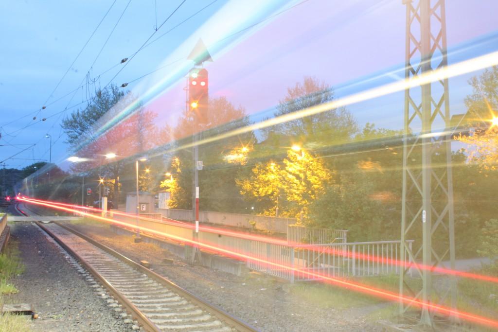 Am Abend des 08.05.2015 fuhr ein GTW der HLB als RB nach Wiesbaden aus dem Bahnhof Eschhofen der Lahntalbahn aus.