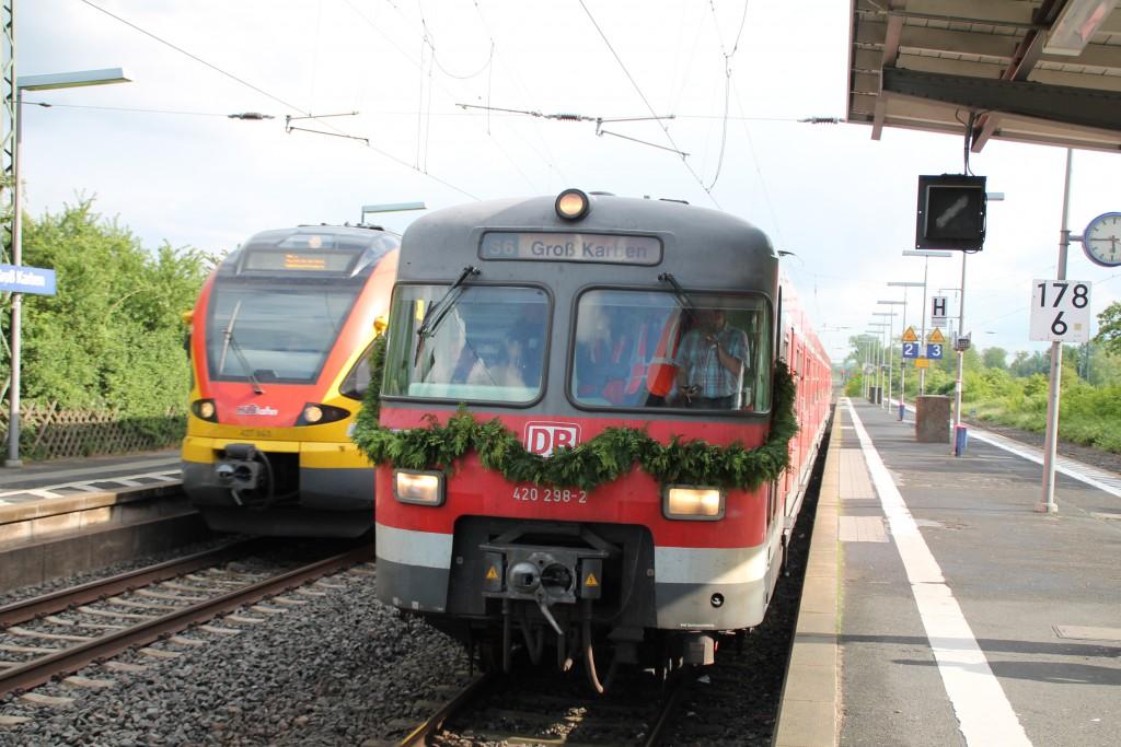 Am 20.05.2015 wartet 420 298, bei seiner Überführung nach Gießen, eine Überholung in Groß-Karben auf der Main-Weser-Bahn ab.