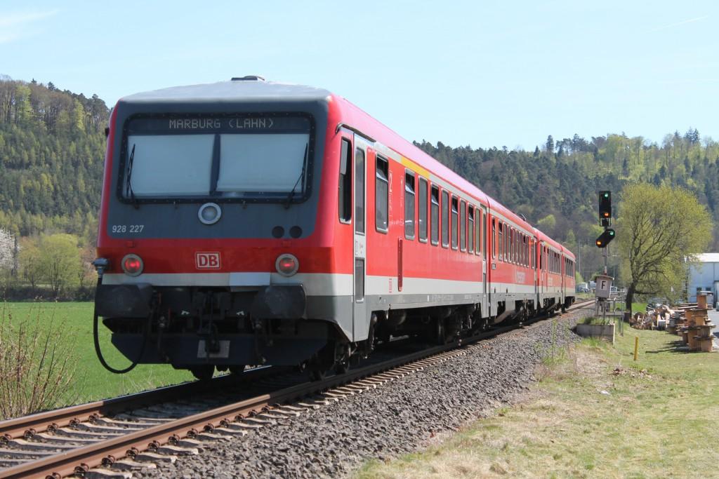 Farbenspiel am Einfahrsignal des Bahnhof Cölbe am 21.04.2015 für eine Doppeltraktion 628 als Regionalbahn nach Marburg.