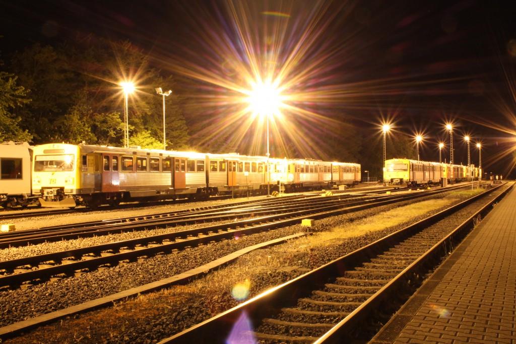 Am 15.05.2015 stehen in Grävenwiesbach, auf der Taunusbahn, mehrere VT2E-Einheiten zur Nachtruhe abgestellt.
