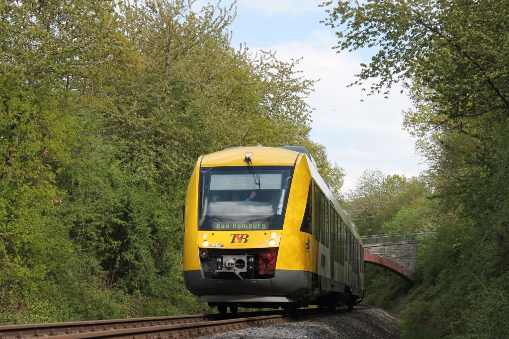 Ein LINT der HLB ist am 05.05.2015 unterwegs nach Bad Homburg, gleich erreicht er über die Taunusbahn den Bahnhof Grävenwiesbach.