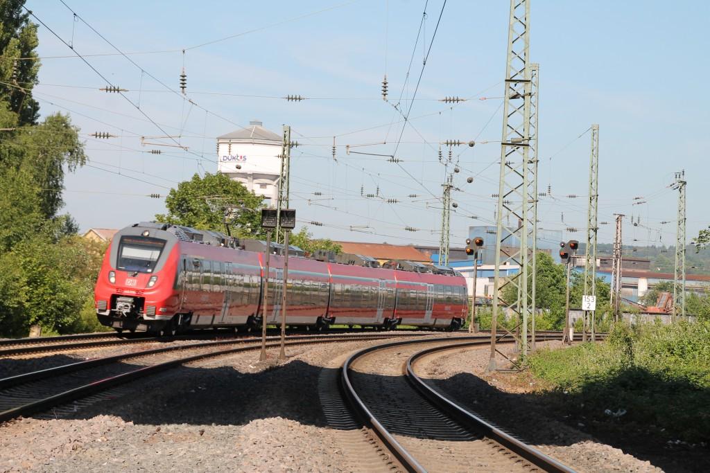 Am 05.06.2015 fährt 442 278 als Mittelhessen-Express nach Frankfurt über die Dillstrecke in den Bahnhof Wetzlar ein.