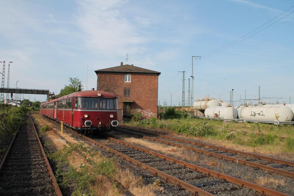 Am morgen des 07.06.2015 stehen die Schienenbusse 798 829, 998 184, 798 589 und 996 677 im Bw Gießen zur Abfahrt bereit.