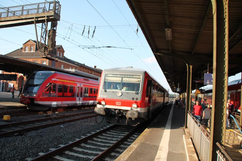 Im Bahnhof Wabern wartet am 05.06.2015 628 436, der Kurhessenbahn, mit seiner Regionalbahn nach Treysa eine Überholung ab.