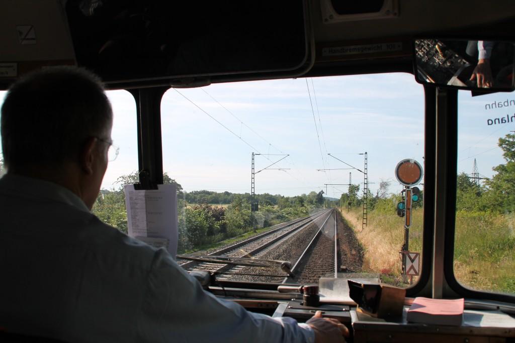 798 829 erreicht am 07.06.2015 das Einfahrvorsignal des Bahnhof Friedberg auf der Main-Weser-Bahn.