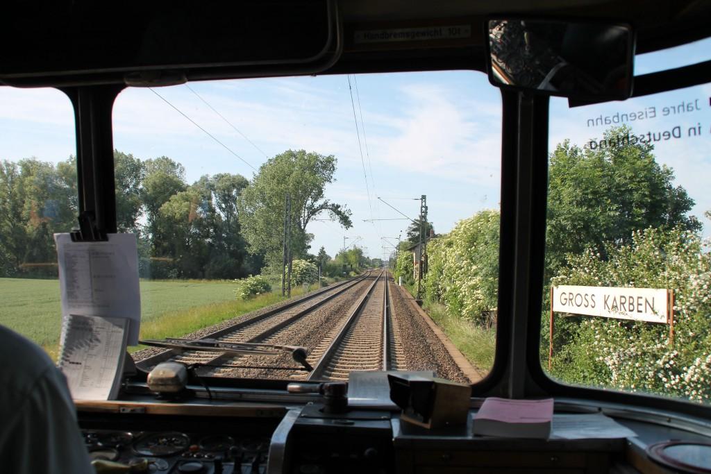 798 829 erreicht am 07.06.2015 den Bahnhof Gross Karten auf der Main-Weser-Bahn.