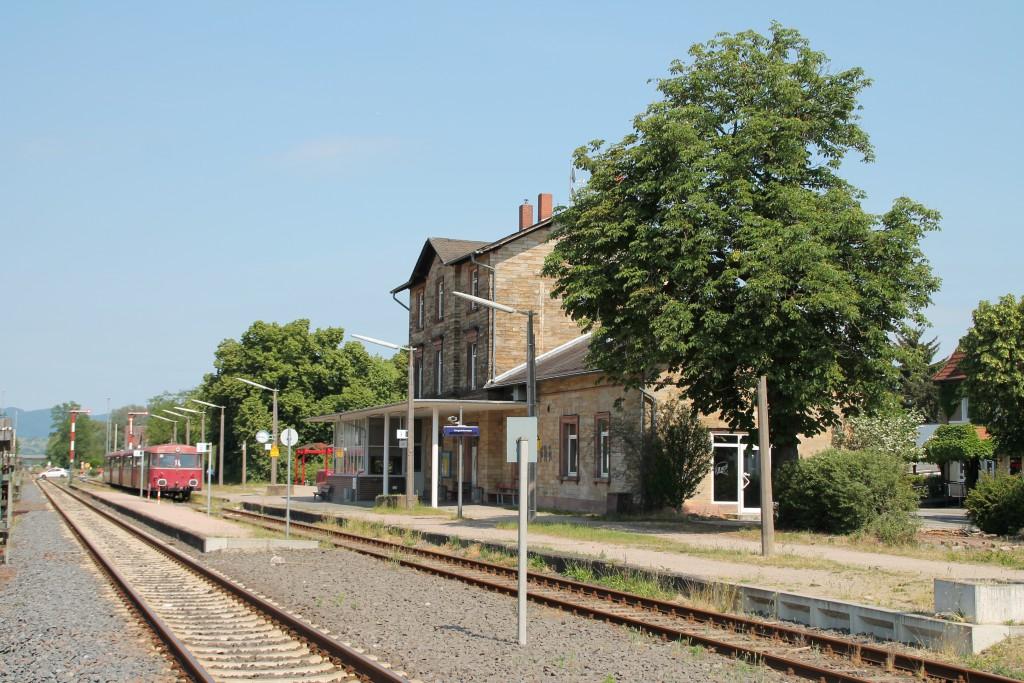 Am 07.06.2015 erreichte eine Schienenbusgarnitur den Bahnhof Lorsch auf der Nibelungenbahn, am Schluss steht 996 677.