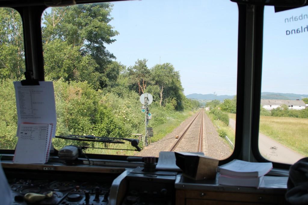 Am 08.06.2014 verlässt 798 829 den Bahnhof Lorsch auf der Nibelungenbahn.