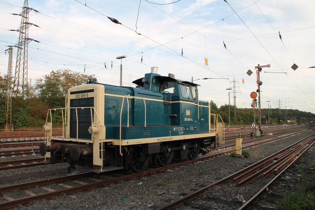 Im Bahnhof Gießen-Bergwald steht am 30.08.2015 abgestellt 365 695 und wartet auf ihre nächste Aufgabe.