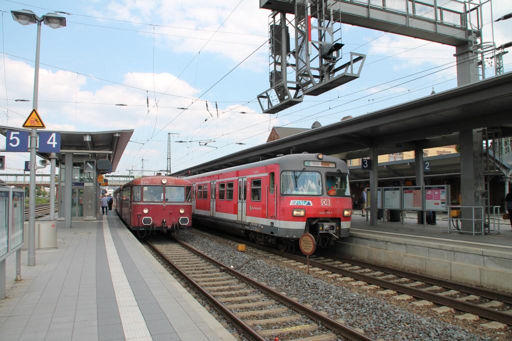 Neben 996 677 hält 420 298 der OEF und brachte als Zubringer noch Fahrgäste für den Schienenbus am 22.08.2015 nach Gießen.