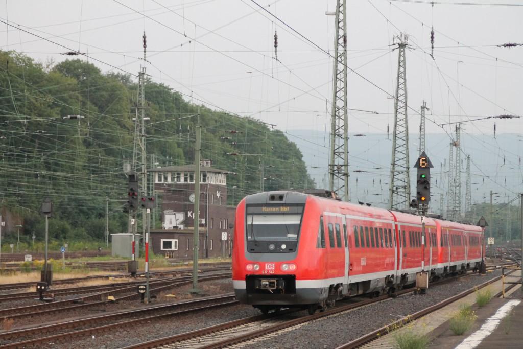 Am 14.08.2015 verlassen 612 039 und 612 042 den Hauptbahnhof von Kassel in Richtung Hagen.