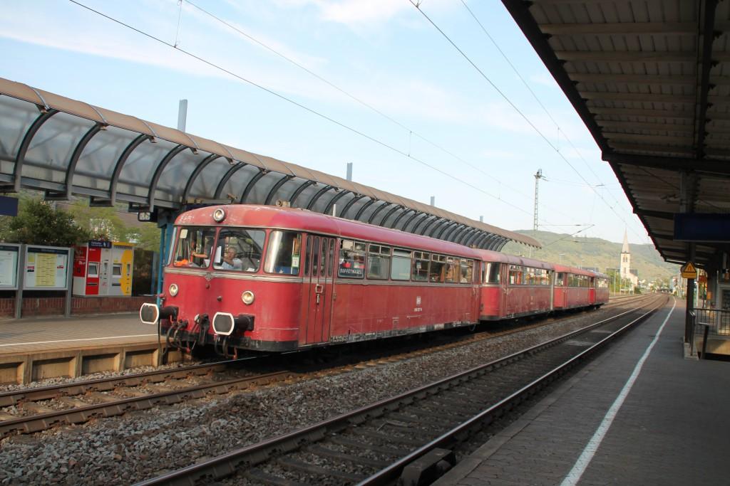 Angekommen in Boppard, auf der linken Rheinstrecke, steht, am 22.08.2015, die vierteilige Schienenbusgarnitur der OEF.