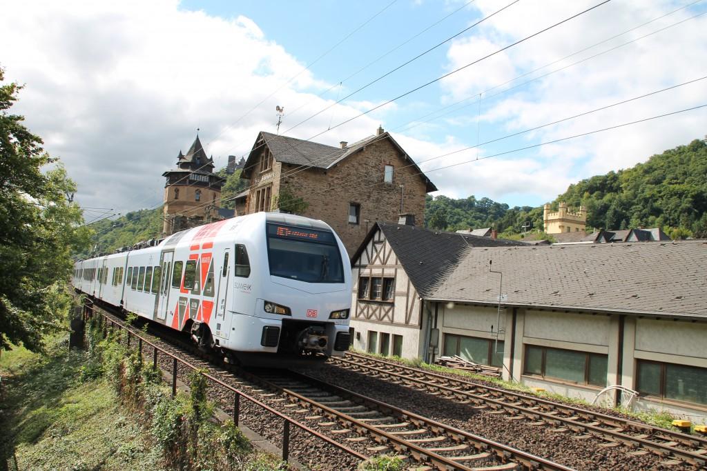 Am 15.08.2015 durchfährt ein FLIRT der SÜWEX über die linke Rheinstrecke nach Koblenz.