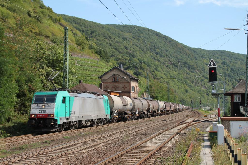 Für mächtig Lärm auf der rechten Rheinstrecke sorgte 186 202 mit ihrem Kesselzug, aufgenommen am 30.06.2015 in Kaub.