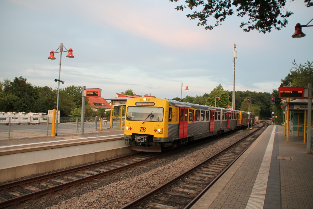 Ein VT2E der HLB hält in Köppern auf der Taunusbahn am 24.07.2015.