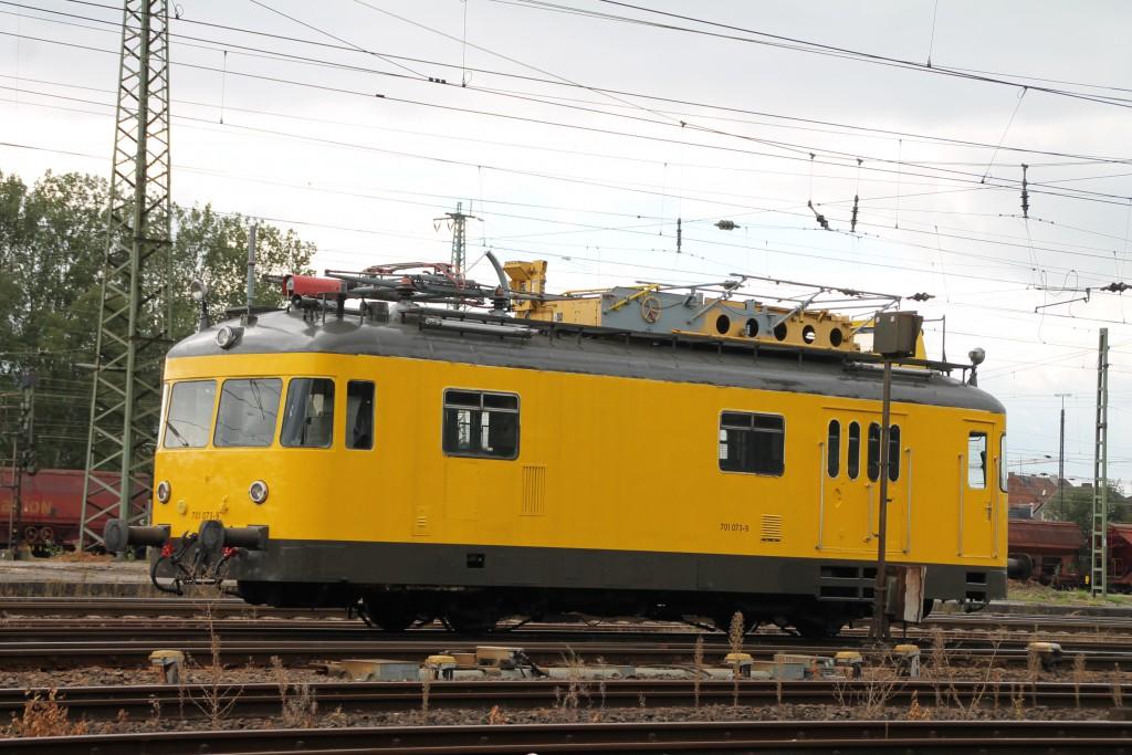 Im Bahnhof Bebra steht am  06.09.2015 Turmtriebwagen 701 073.