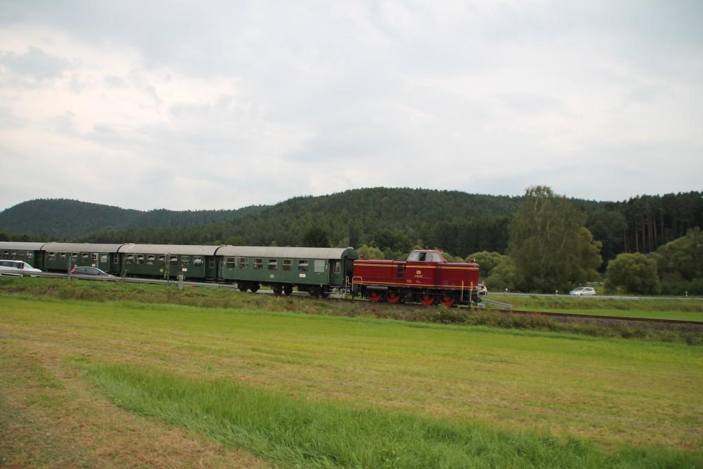 V65 001 erreicht gleich den Bahnhof Münchhausen, aufgenommen am 12.09.2015.