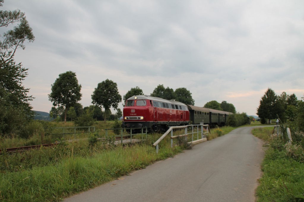 V160 002 erreicht mit ihrem Sonderzug gleich den Haltepunkt Haine, aufgenommen am 12.09.2015.