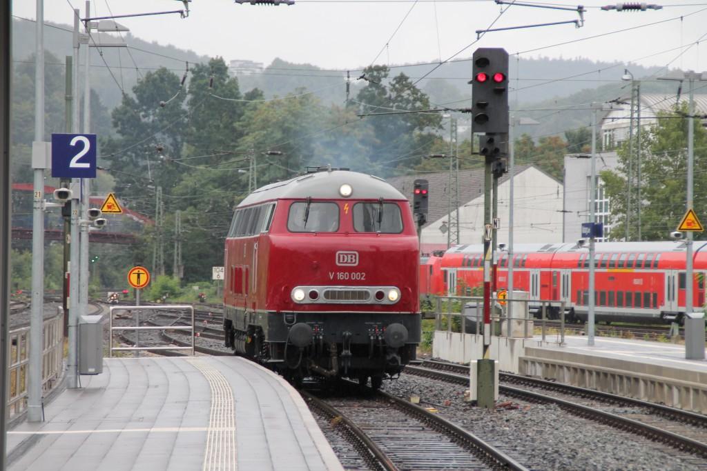 Im Bahnhof Marburg setzte am 13.09.2015 V160 002 um ihren Zug um.