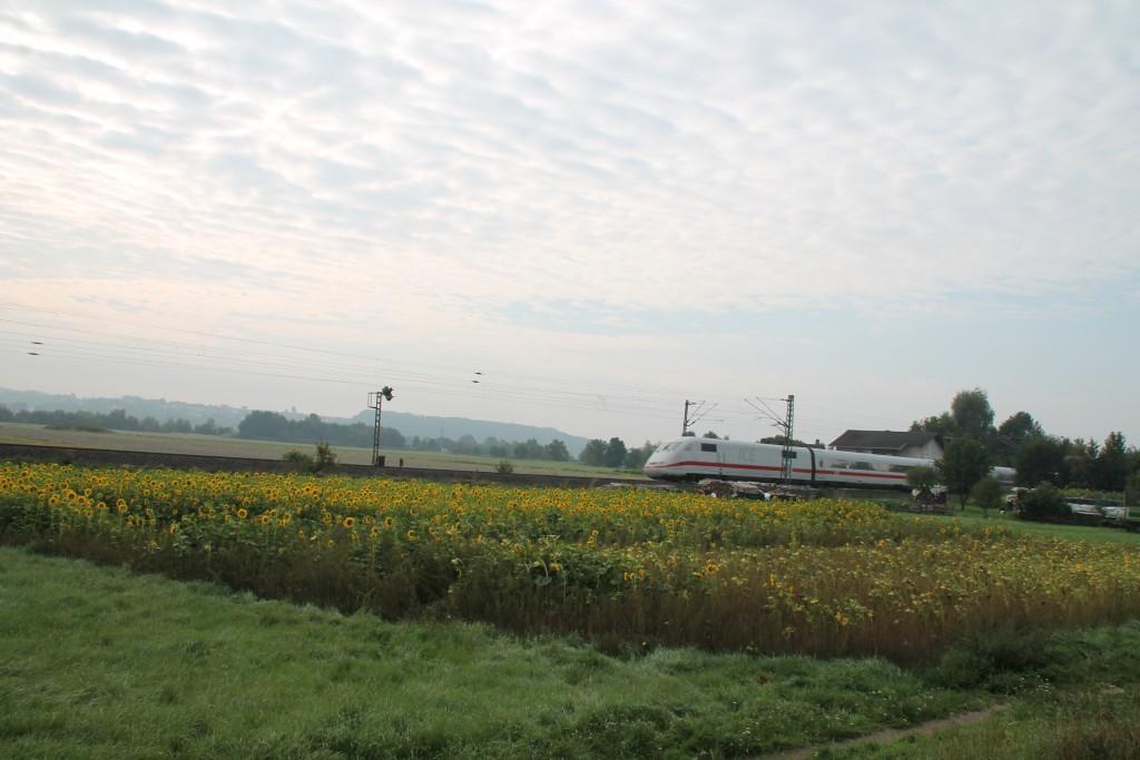 Am morgen des 12.09.2015 kam ein ICE als Umleiter über die Main-Weser-Bahn durch Niederwalgern.