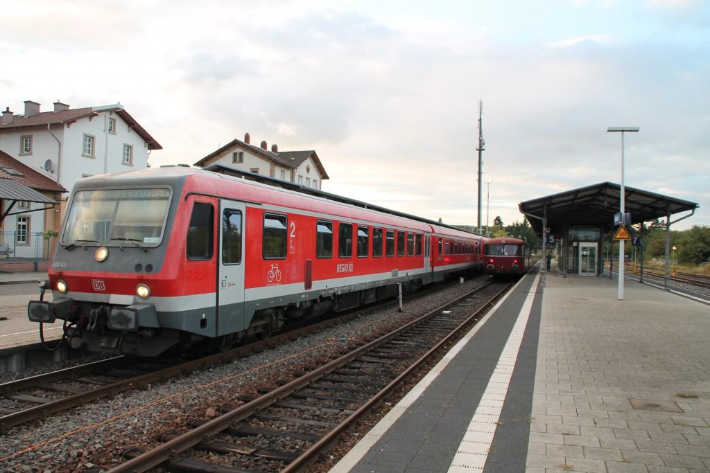 Zugkreuzung in Grünstadt auf der Pfälzer Nordbahn zwischen 628 412 und 798 829, aufgenommen am 19.09.2015.