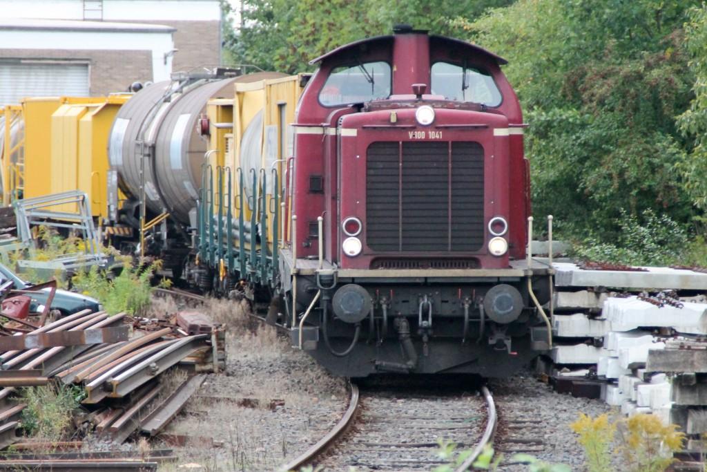 V100 1041 bediente am 26.09.2015, einen Gleisanschluss in Bebra.