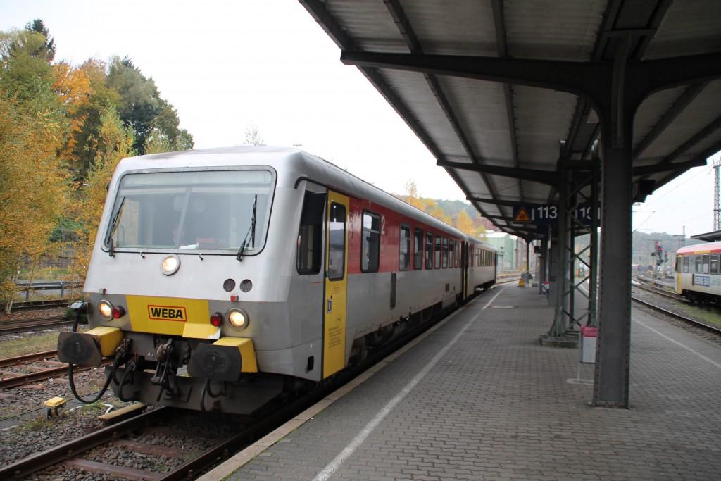 Am Bahnsteig in Betzdorf steht 628 051 der Westerwaldbahn, aufgenommen am 25.10.2015.