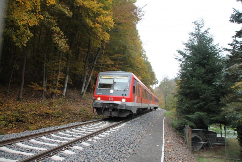 628 402 macht sich auf den Weg nach Herzhausen, aufgenommen am 24.10.2015.