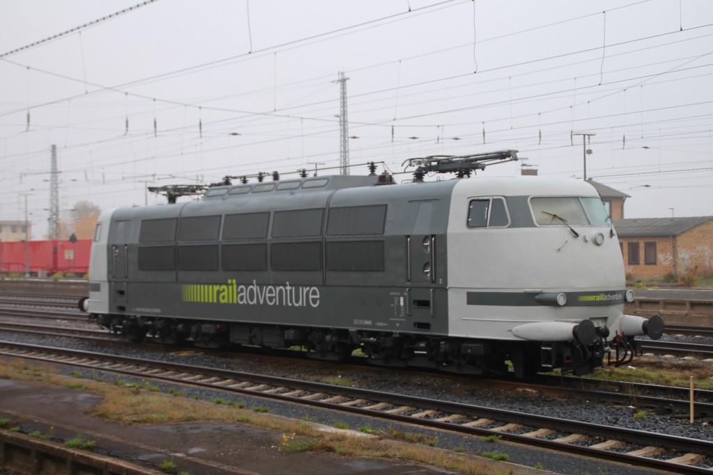 103 222 stand abgerüstet am 27.10.2015 im Kasseler Hauptbahnhof.