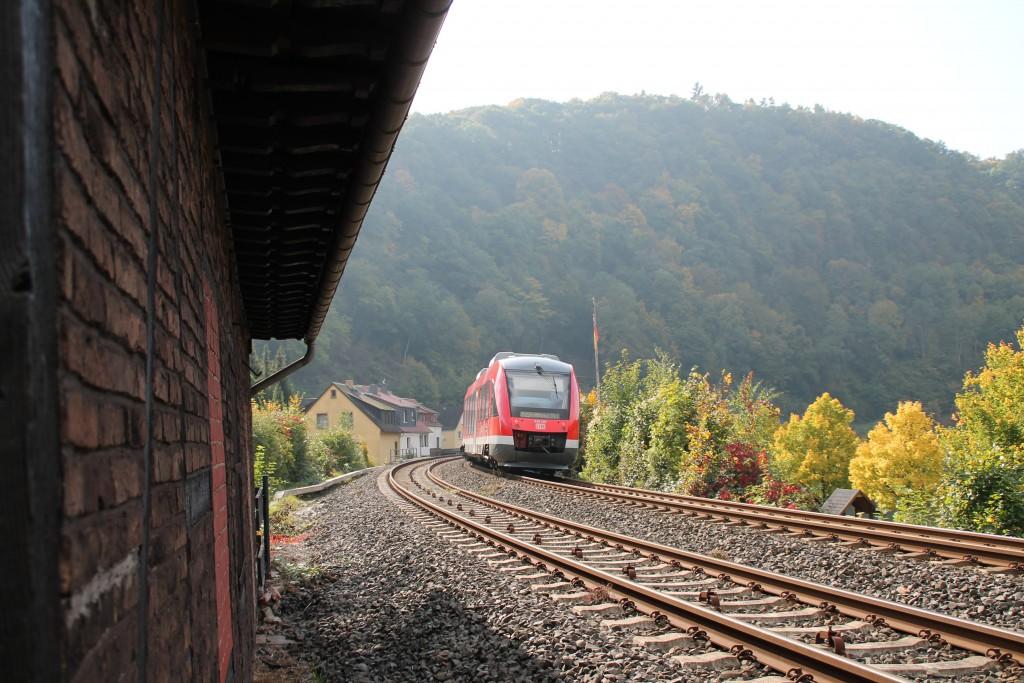 Dieser LINT 41 der DB machte sich am 10.10.2015 auf den Weg nach Koblenz über die Lahntalbahn, aufgenommen in Balduinstein.