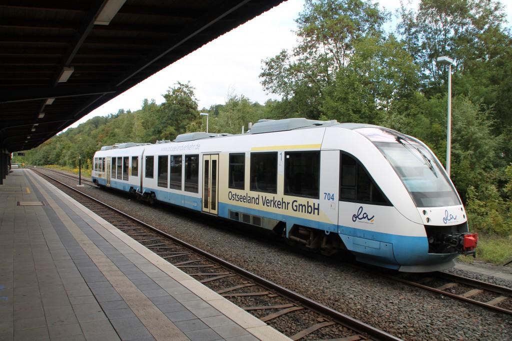 """648 298 mit Lackierung der """"Ostseeland Verkehr GmbH"""" steht am 27.09.2015 im Bahnhof Weilburg, laut UIC-Kennzeichen wurde er auf die HLB umgemeldet."""
