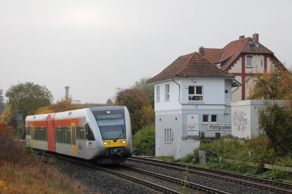Ein GTW der HLB durchquert den Betriebsbahnhof Pfahlgraben auf der Lahn-Kinzig-Bahn, aufgenommen am 31.10.2015.
