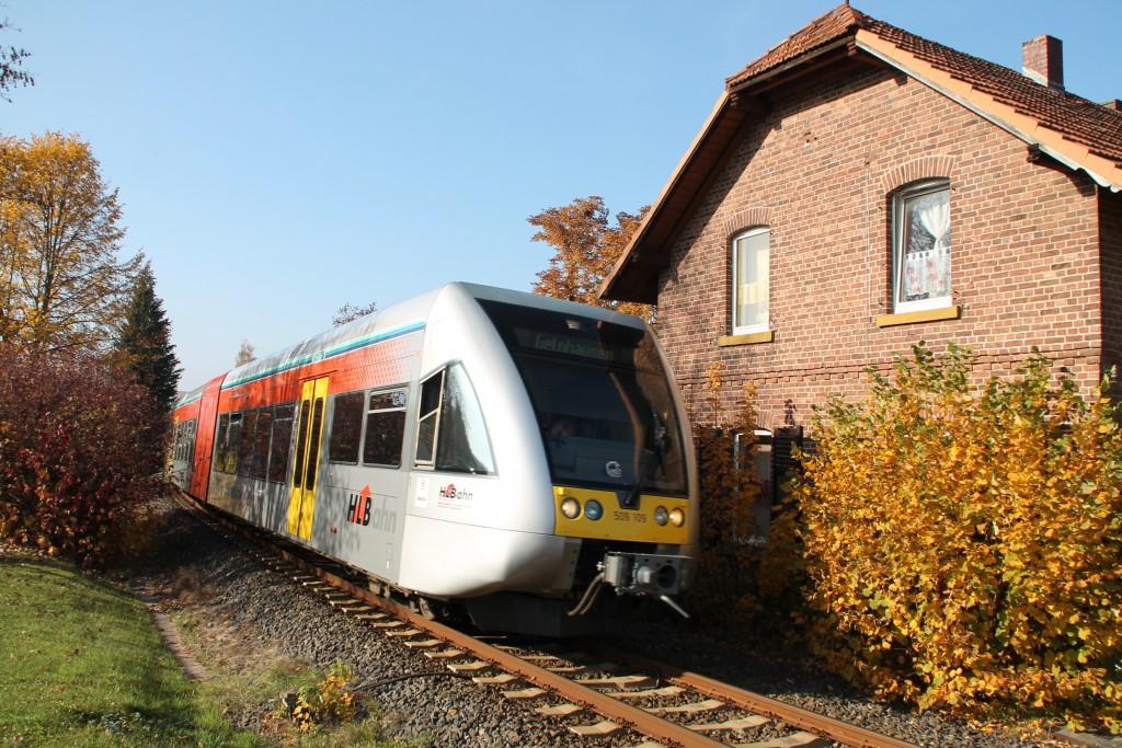 Ein GTW der HLB durchquert das herbstliche Glauburg-Stockheim, aufgenommen am 31.10.2015.