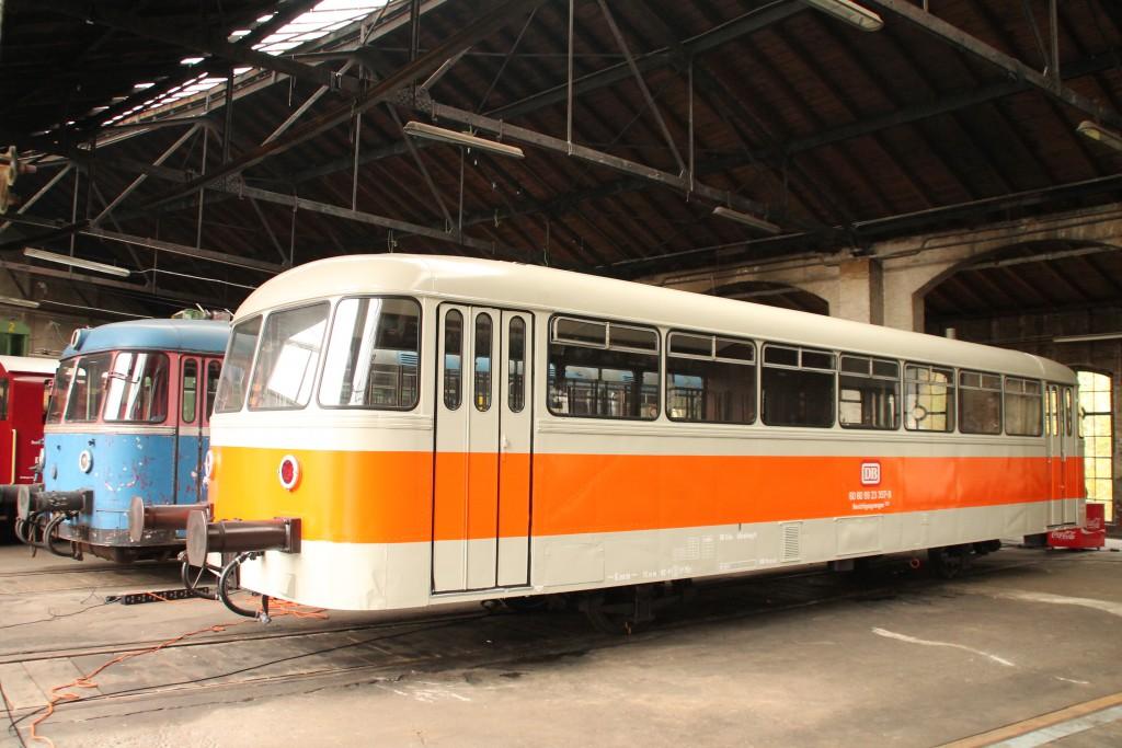 Im Lokschuppen in Siegen stehen 798 723 und 998 115, aufgenommen am 25.10.2015.