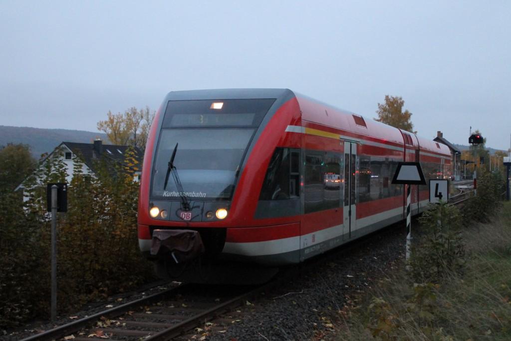 646 208 verlässt den Bahnhof Wega in Richtung Bad Wildungen, aufgenommen am 24.10.2015.