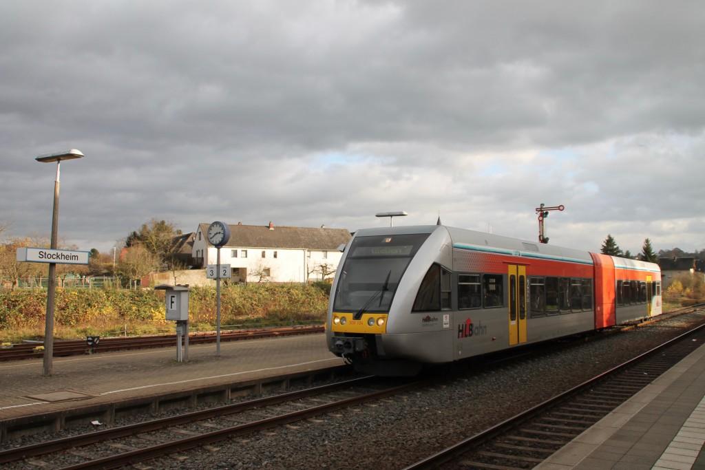 Ein GTW der HLB wartet in Glauburg-Stockheim noch auf Fahrgäste bevor er sich weiter auf den weg nach Gießen macht, aufgenommen am 15.11.2015.