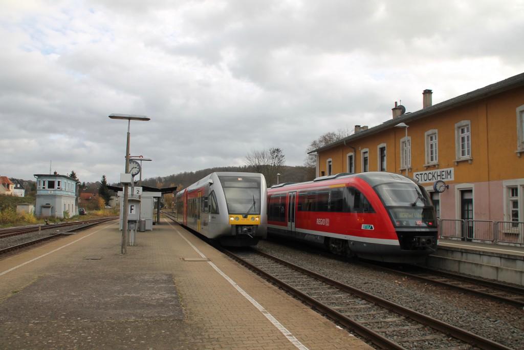 Im Bahnhof Glauburg-Stockheim trafen sich am 15.11.2015 ein GTW der Hab und 642 066 von DB Regio.