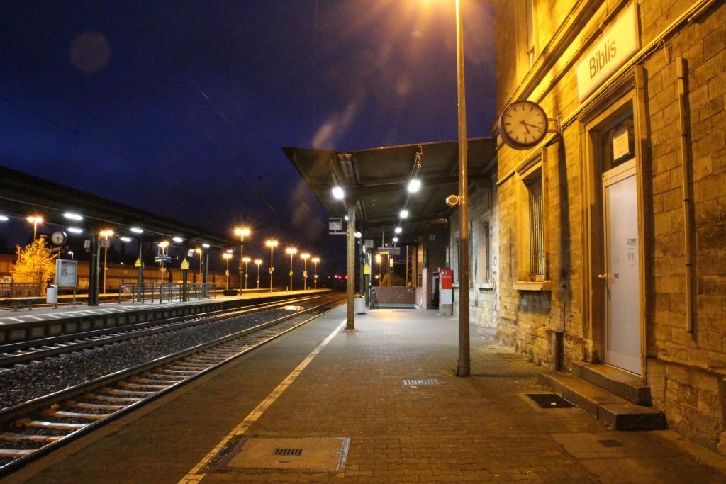 Abendruhe im Bahnhof Biblis, aufgenommen am 21.11.2015.