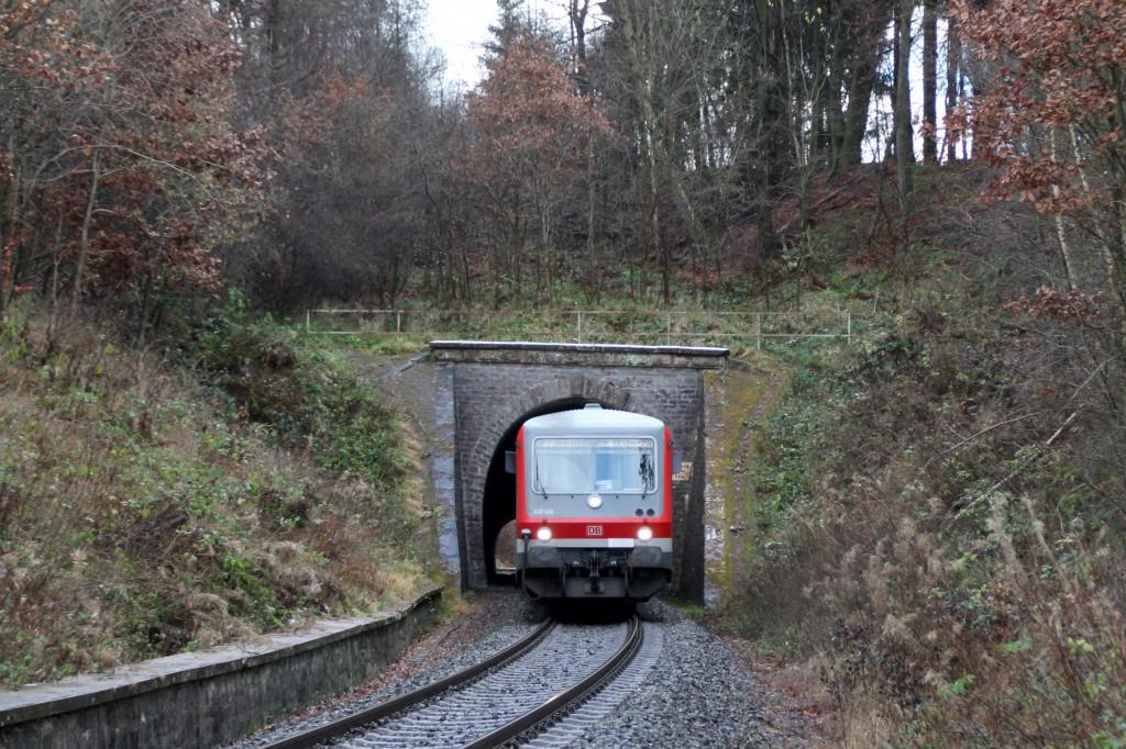 628 436 verlässt den Wiesenfelder Tunnel, aufgenommen am 28.11.2015.