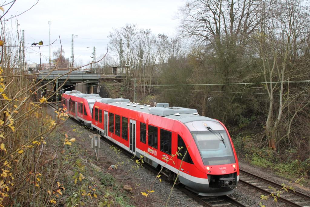 640 006 und ein weiterer 640 verlassen am 12.12.2015 den Bahnhof Gießen.