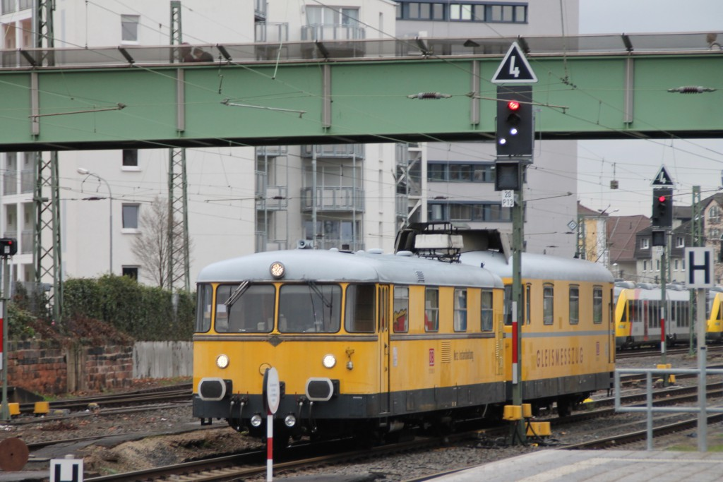 725 002 und 726 002 rangieren am 17.12.2015 in Gießen.