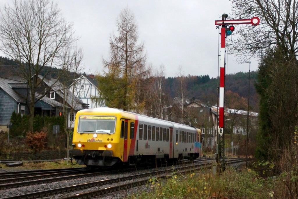 629 072 der HLB im Bahnhof Herdorf, aufgenommen am 29.11.2015.