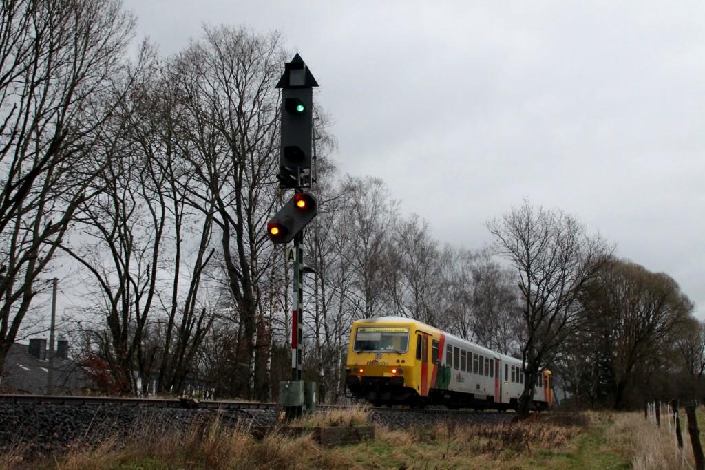 629 072 fährt in den Bahnhof Neunkirchen auf der Hellertalbahn ein, aufgenommen am 29.11.2015.