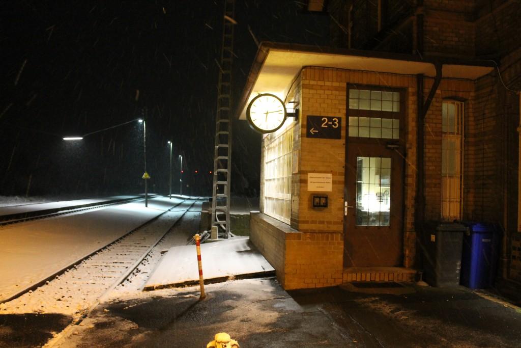 Winterliche Abendruhe im Bahnhof Beienheim auf der Horlofftalbahn, aufgenommen am 24.01.2015.